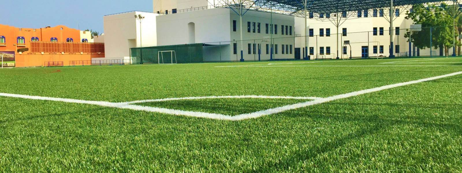 توريد وتركيب العشب الصناعي للملاعب